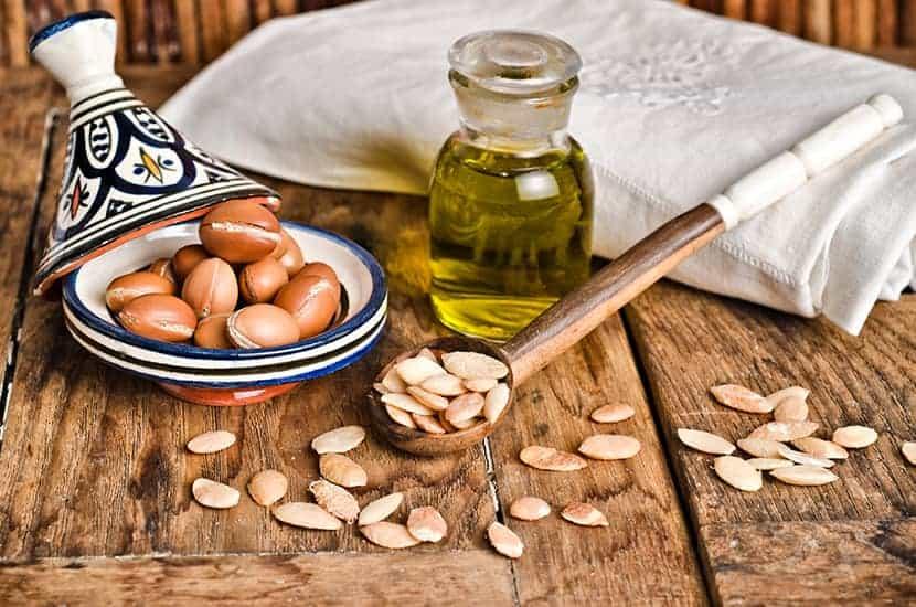 Arganöl wird traditionell entweder topisch oder oral verwendet