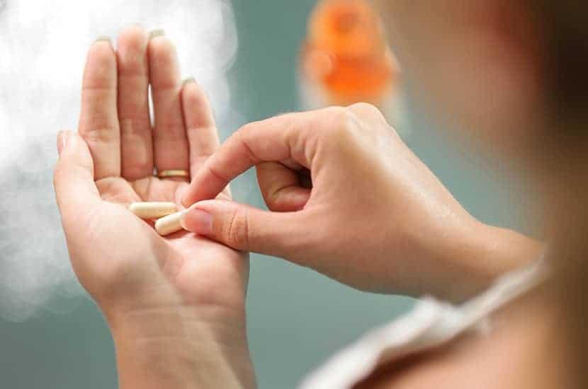 Die Tabletten am Nachmittag bestehen unter anderem aus Bromelain und Pfeffer
